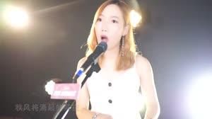 美女弹唱孙耀威《爱的故事上集》粤语经典情歌,超好听